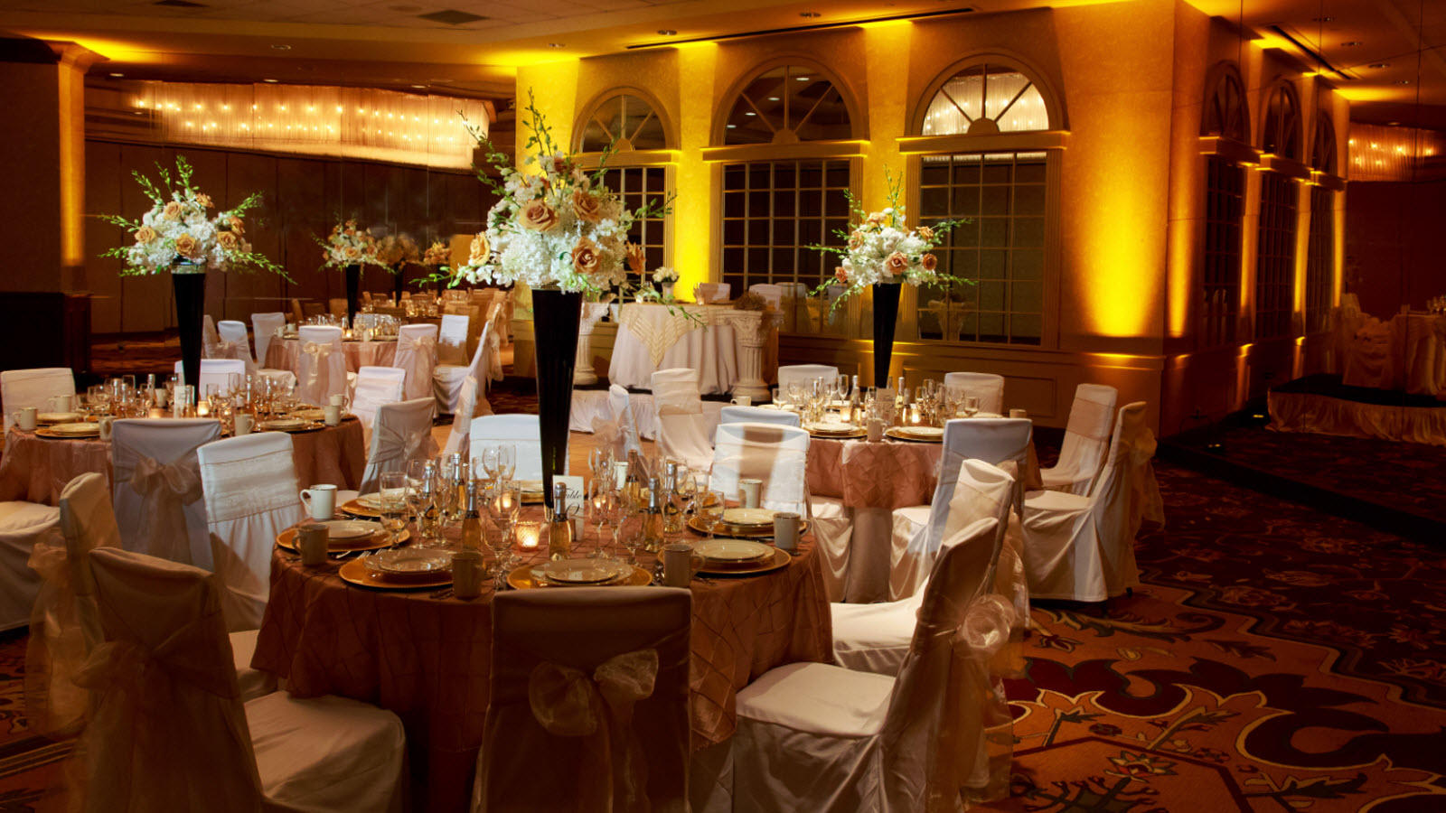 Springfield wedding venues sheraton springfield monarch for Outdoor wedding venues ma